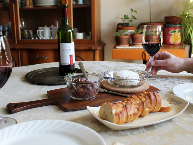 rjs-craft-wine-winemakers-trio-served-with-baked-brie-and-pear-relish