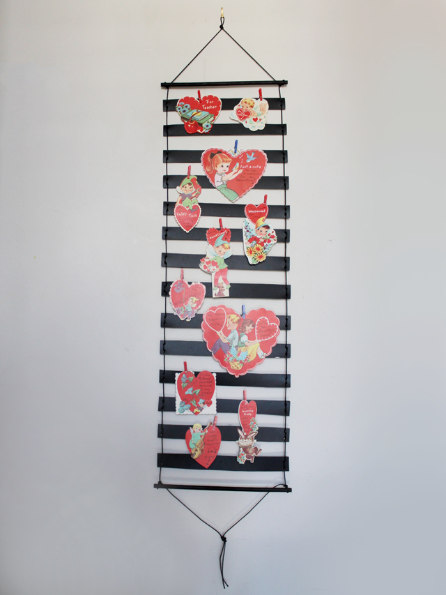handmade-greeting-card-holder-for-valentines-decoration
