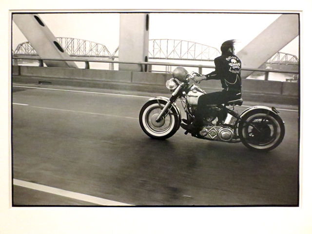 danny-lyon-photograph-crossing-the-ohio-at-ago-outsiders-exhibit
