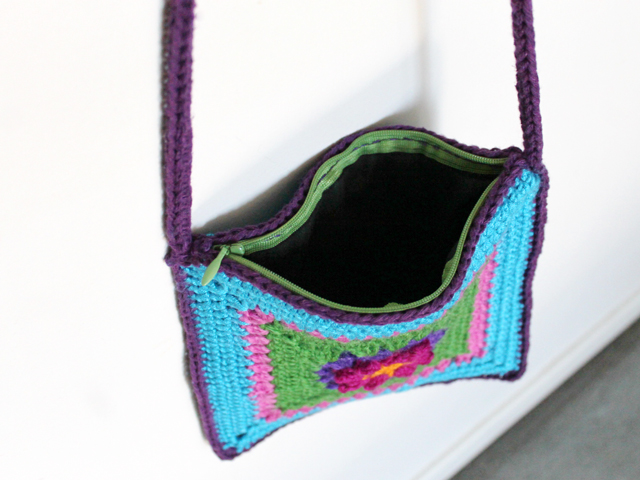 lining-with-zipper-handsewn-inside-crocheted-purse
