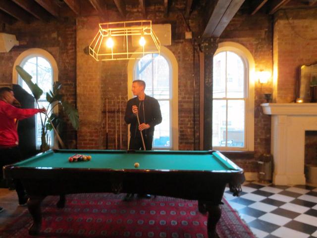 pool-table-at-apt-200-bar-toronto