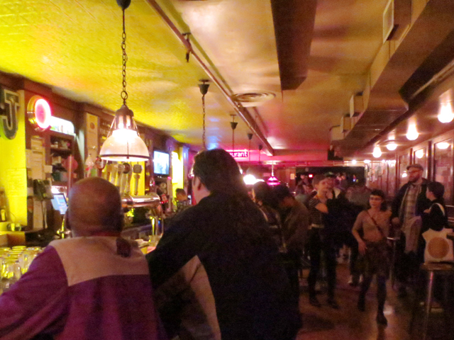 front-bar-at-the-horseshoe-toronto