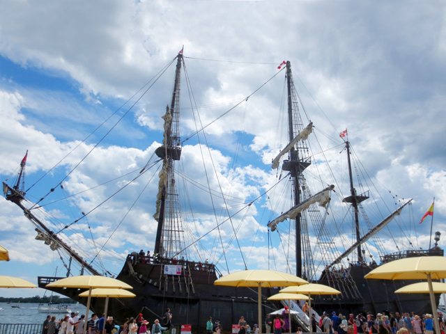 spanich-galleon-tall-ship-in-toronto-harbour