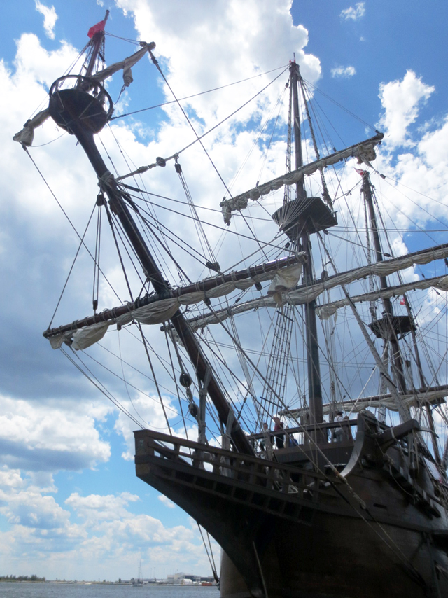spanish-galleon-tallship-in-toronto-harbour