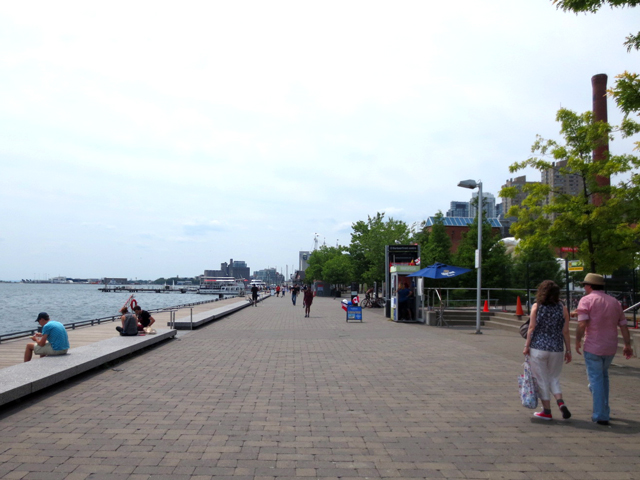 toronto-harbourfront-walking-path