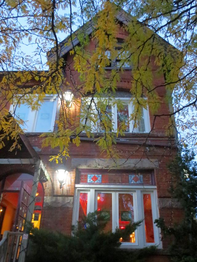 the-victory-cafe-markham-street-toronto-mirvish-village