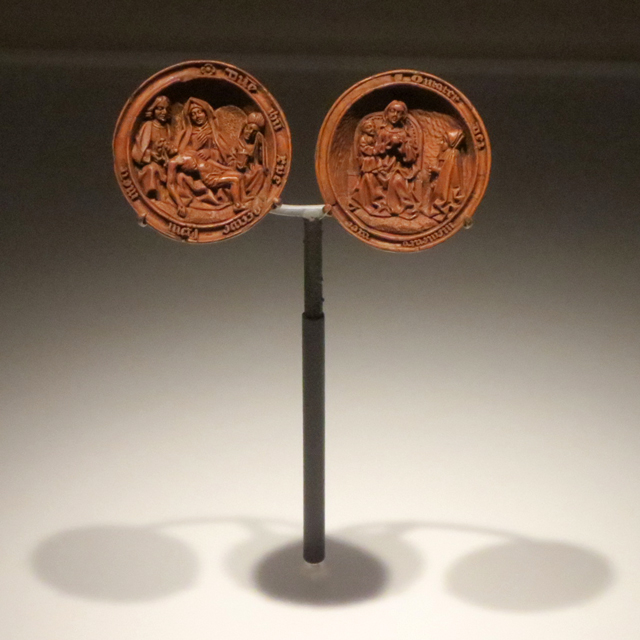 tiny-boxwood-carving-prayer-bead-at-ago-small-wonders-exhibition