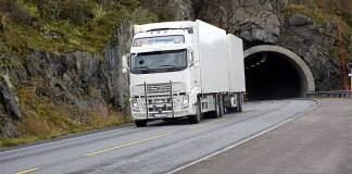 Sløverfjordtunellen E10 trailer vogntok