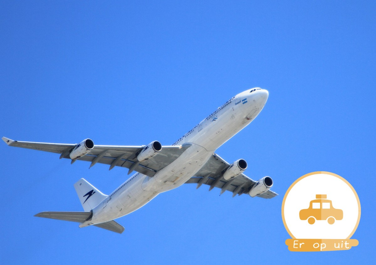 vliegtuig vliegvakantie vakantie alleen marechaussee