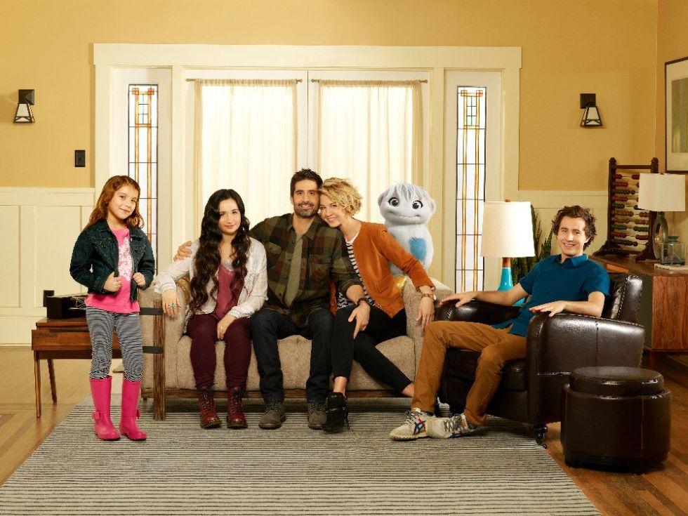 "ABC's ""Imaginary Mary"" stars Erica Tremblay as Bunny, Matreya Scarrwener as Dora, Stephen Schneider as Ben, Jenna Elfman as Alice and Nicholas Coombe as Andy. (ABC/Bob D'Amico)"