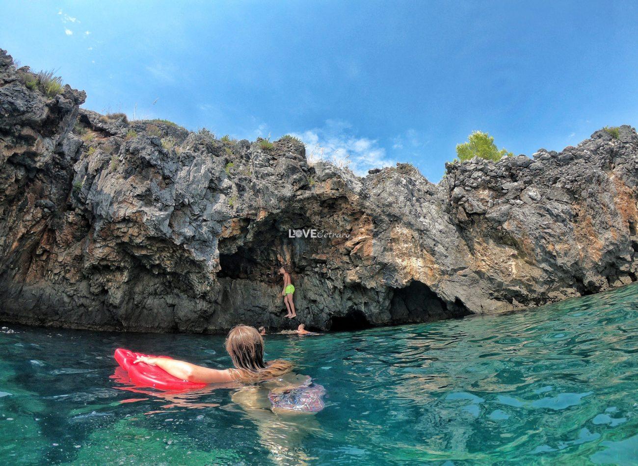escursione-barca-calabria-scalea-calabria-grotta-della-pecora (2)-min