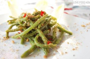 Grüner Bohnensalat mit knusprigem Topping