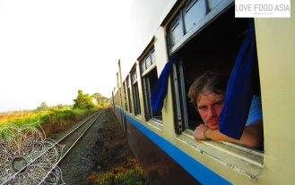 Im Zug nach Mandalay