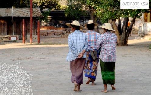 Frauen in Bagan