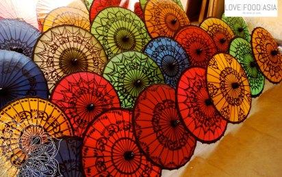 Regenschirme in Bagan