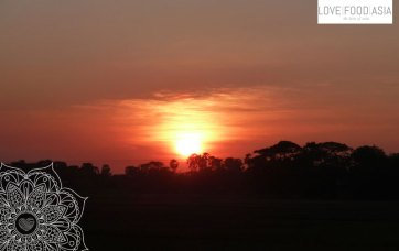 Sonnenuntergang im Zug nach Mandalay