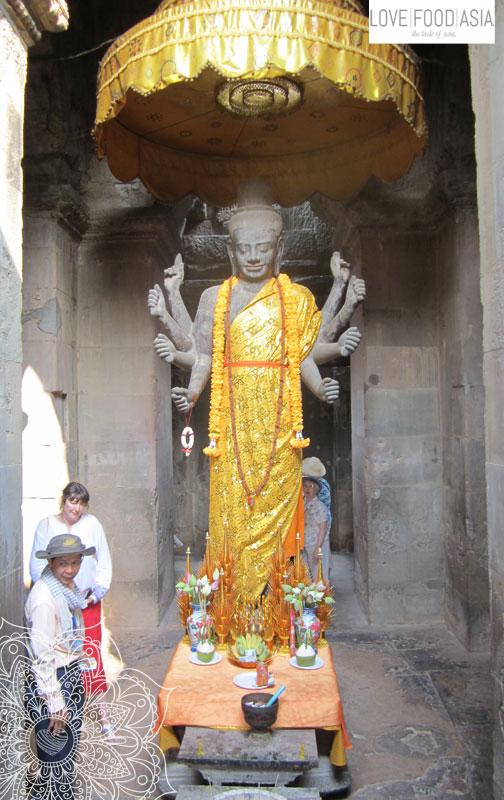 Statue at Angkor Wat