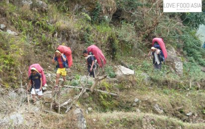 Träger auf dem Annapurna Circuit