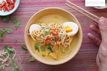 Kokos-Hähnchensuppe aus Myanmar (Ohn no khao swè)