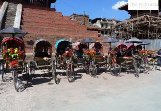 Rickshaw drivers waiting for customers