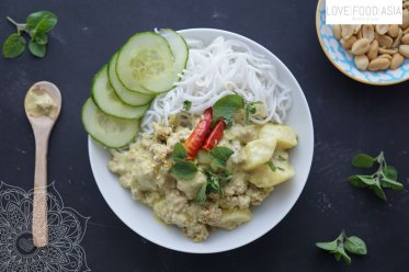 Yellow Curry with Khanom Chin