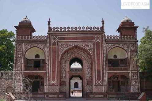 Das Haupttor am Itmad-ud-Daula Mausoleum