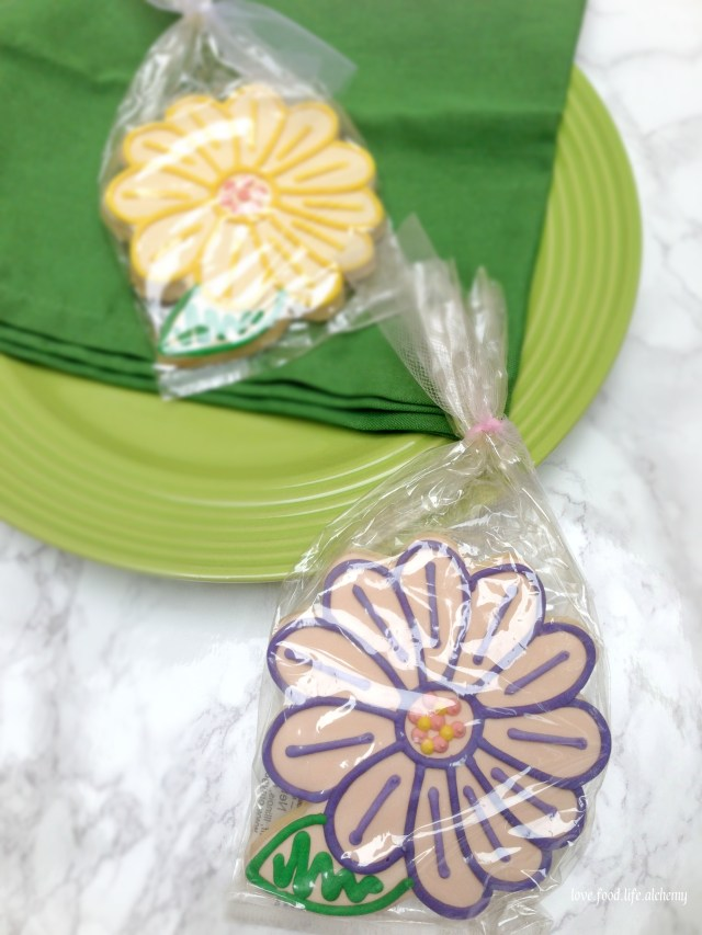 flower cookie favors