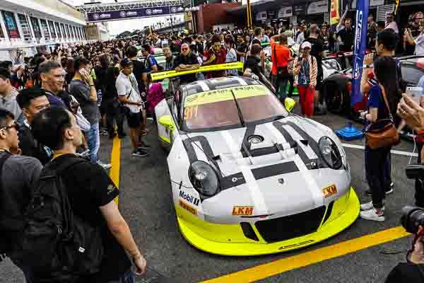 Porsche 911 GT3 R, Manthey Racing (#911): Earl Bamber, Patrick Pilet, Nick Tandy
