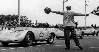 1958 Porsche 3-4-5 publicity photo: 718 RSK 1.6 (718-005) #29 Jean Behra/Hans Herrmann 3rd overall (14 laps behind winner, 1st in 2-litre class), 718 RSK 1.5 #31 Edgar Barth/Paul Frère 4th overall (15 laps behind, 1st in 1.5-litre class), 550A RS Spyder 1.5 #32 Carel Godin de Beaufort/Herbert Linge 5th overall (17 laps behind)
