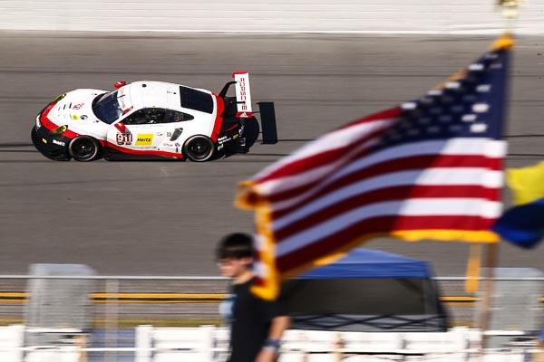 The roar before the Rolex 2 Daytona
