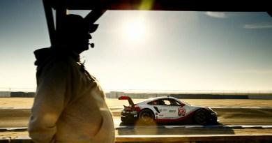 Porsche 911 RSR (912), Porsche GT Team: Earl Bamber, Laurens Vanthoor, Gianmaria Bruni
