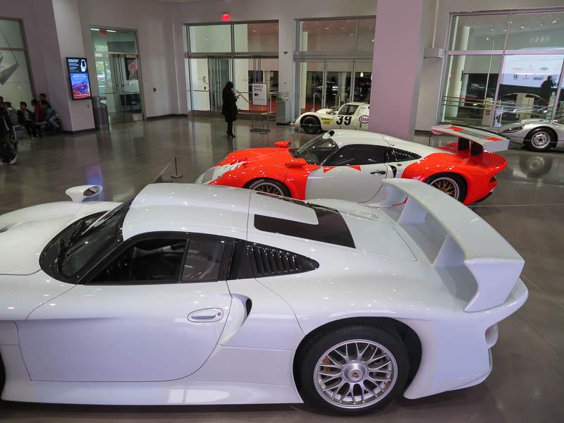 Porsche 911 GT1 and Porsche 911 GT1 Street version Porsche Effect