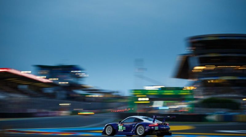 Porsche 911 RSR sets best time in the first qualifying session