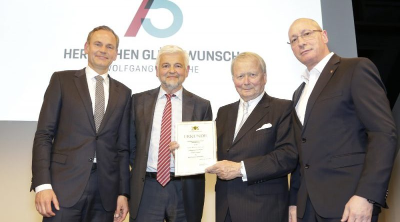 Porsche creates the Ferry Porsche Foundation Handover of the certificate of recognition (from left to right Oliver Blume, Wolfgang Reimer, Dr. Wolfgang Porsche, Uwe Hück)