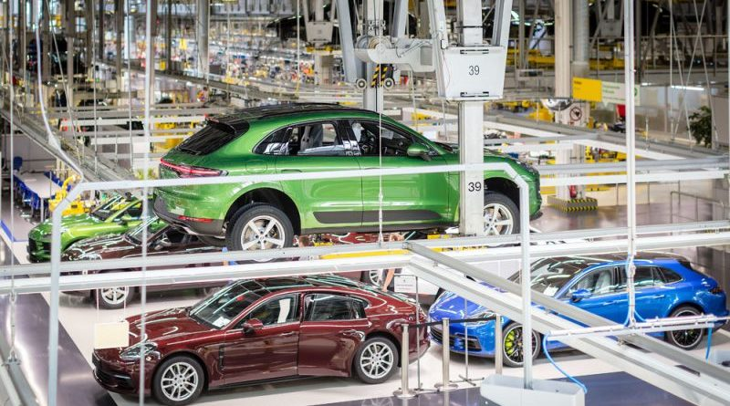 Production launch - the first customer vehicle of the new Macan rolls off the production line