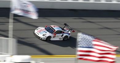 Porsche 911 RSR (912), Porsche GT Team- Earl Bamber, Mathieu Jaminet, Laurens Vanthoor
