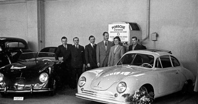 1949, Porsche introduced itself to an international public audience for the first time at the Geneva Motor Show with a 356 Coupé and 356 Cabriolet from the production facility in Gmünd.