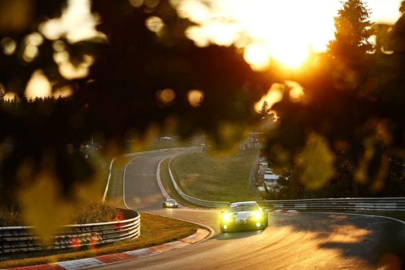 Porsche 911 GT3 R, Frikadelli Racing Team (31), Romain Dumas (F), Sven Müller (D), Mathieu Jaminet (F), Matt Campbell (AUS)