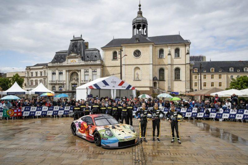 Porsche 911 RSR, Team Project 1 (56), Joerg Bergmeister (D), Patrick Lindsey (USA), Egidio Perfetti (N)