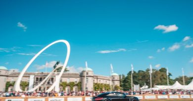 Porsche Taycan in front of the Goodwood House doing a hill run