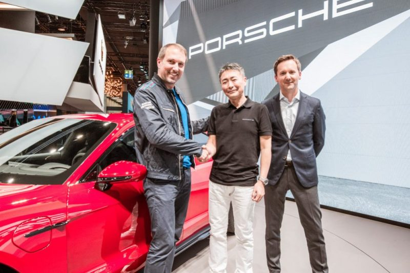 (f.l.t.r.): Sebastian Hornung, Manager Branded Entertainment Porsche AG, Kazunori Yamauchi, Series Producer Gran Turismo and President of Polyphony Digital Inc., Peter Varga, Director Exterior Design Style Porsche.