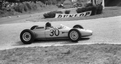 1962 F1 Rouen : Dan Gurney wins the race in a Porsche 804