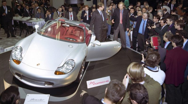Wendeling Wiedeking unveils the Porsche Boxster Concept Car at the 1993 Detroit Auto Show