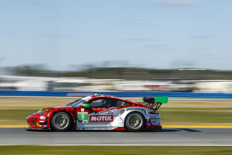 Porsche 911 GT3 R, Pfaff Motorsports #9, Zacharie Robichon (CDN), Laurens Vanthoor (B), Lars Kern (D)