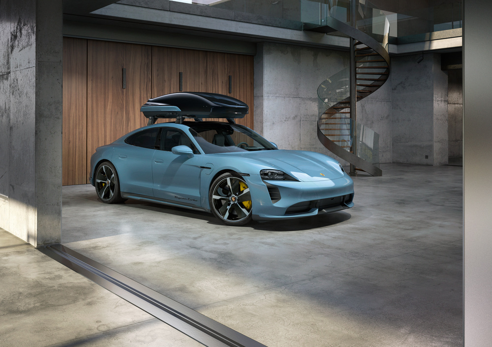 The Performance roof box from Porsche Tequipment combines usability and performance.
