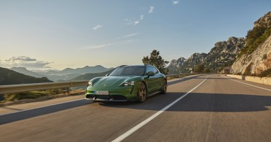 The Porsche management switches to all-electric and hybrid moels