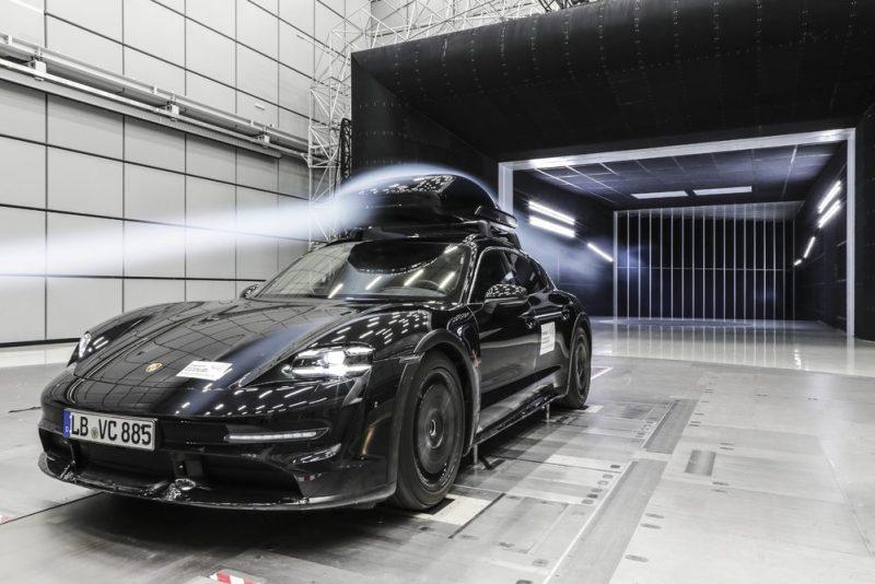 Performance roof box from Porsche Tequipment