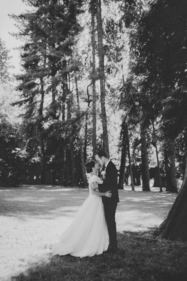 Lovely moment between the bride and groom (black and white)