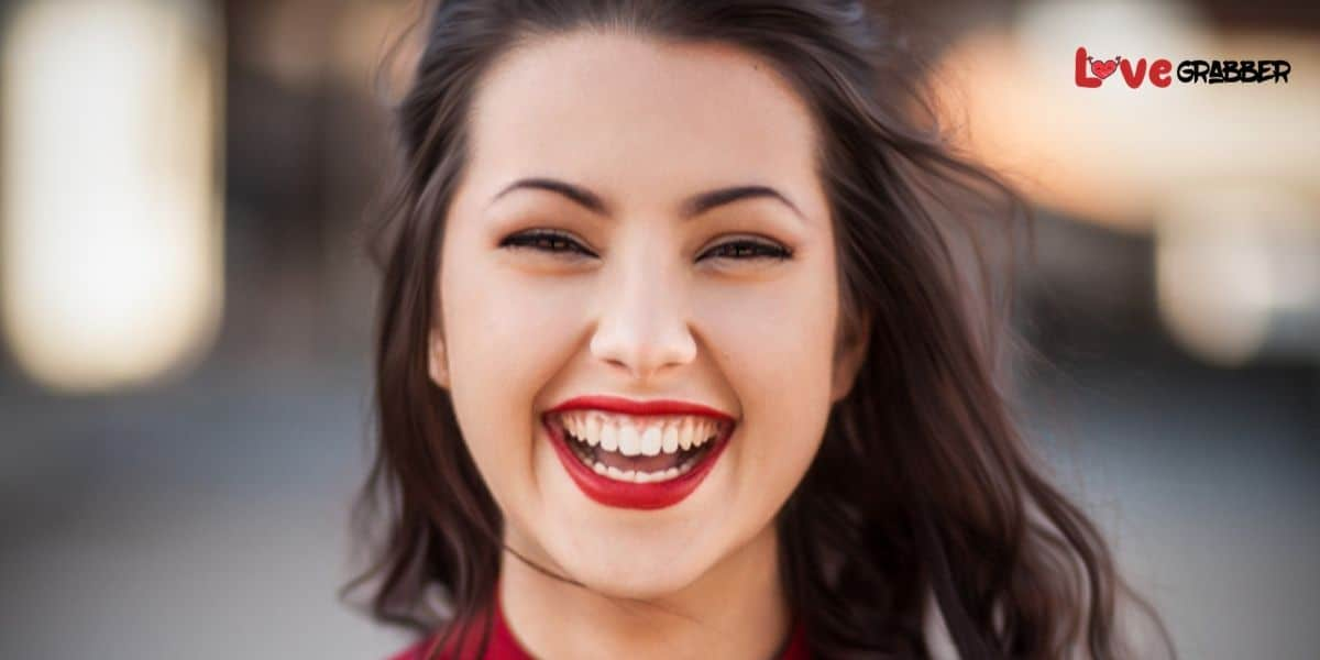 Read more about the article How to make a girl laugh? 13 Easy to follow and powerful proven ways!!