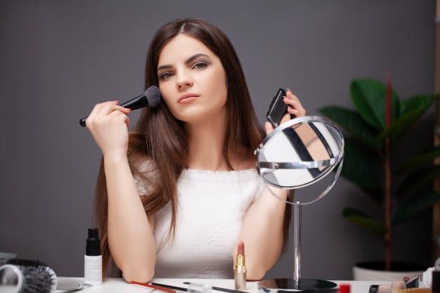 woan doing makeup